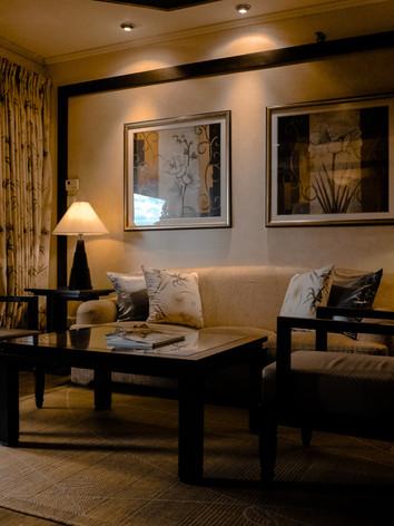 apartment-bed-chair-189333.jpg