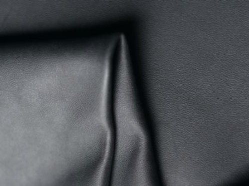 Black Gusset 3.25-3.75oz leather pinched to show detail