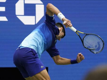 No lo hagan: El precio de la raqueta destrozada por Djokovic en la final del US Open