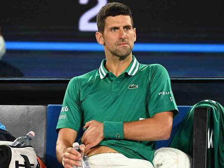 Djokovic se lesiona y es duda para su duelo frente a Raonic
