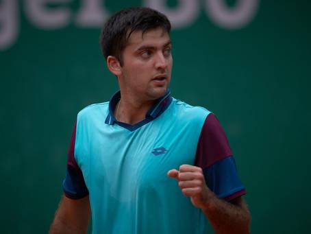 Viajó 12 horas para triunfar: Tomás Barrios gana su primer partido en pasto en Qualy de Wimbledon