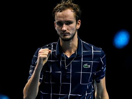 Djokovic y Medvedev logran contundentes victorias en sus estrenos en las ATP Finals