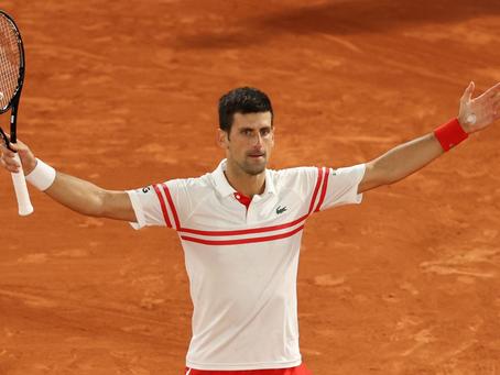En épica batalla, Djokovic vence a Nadal y es finalista de Roland Garros