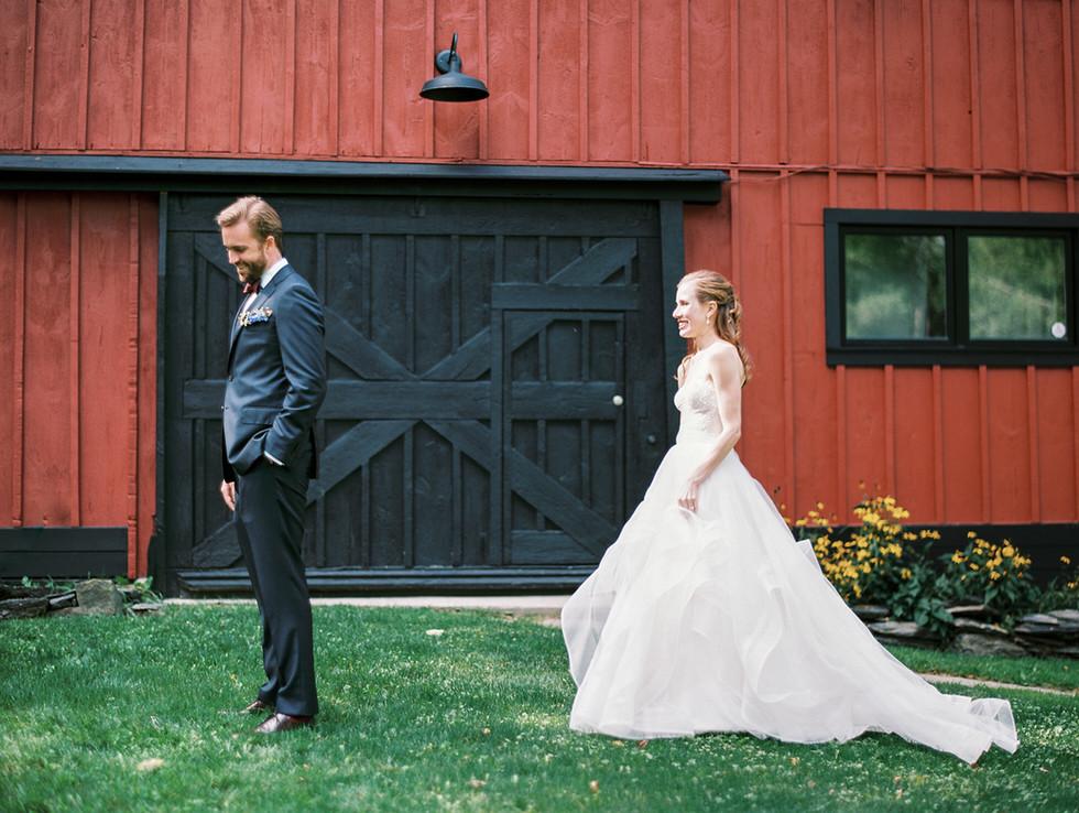 first-look-summer-wedding-barn-copake-la