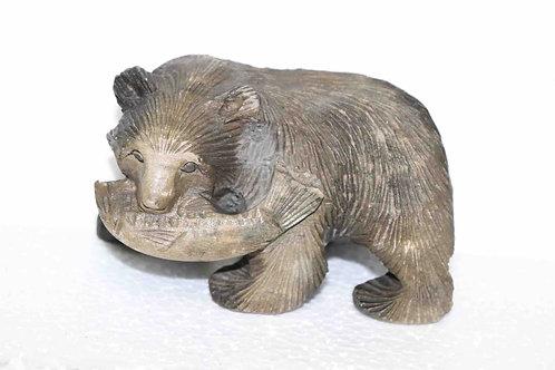 Ours bois sculpté avec poisson Japon XXème 13 cm