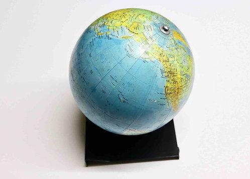 Globe terrestre sur support métallique 1971 - Prague