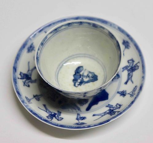 Tasse à thé et sa soucoupe Chine XVIIIème Kangxi