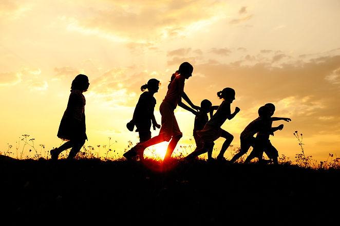 shutterstock_1_19_13 kids running at sun