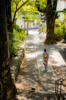 修善寺の日枝神社での着物の女性