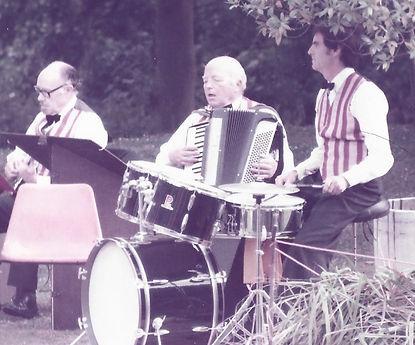 Pierrot Picnic Band +.jpg