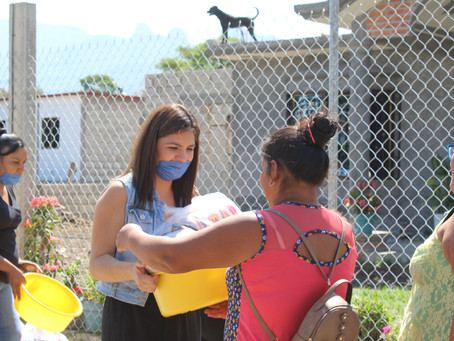 Entrega de despensa en la comunidad de Loma Bonita
