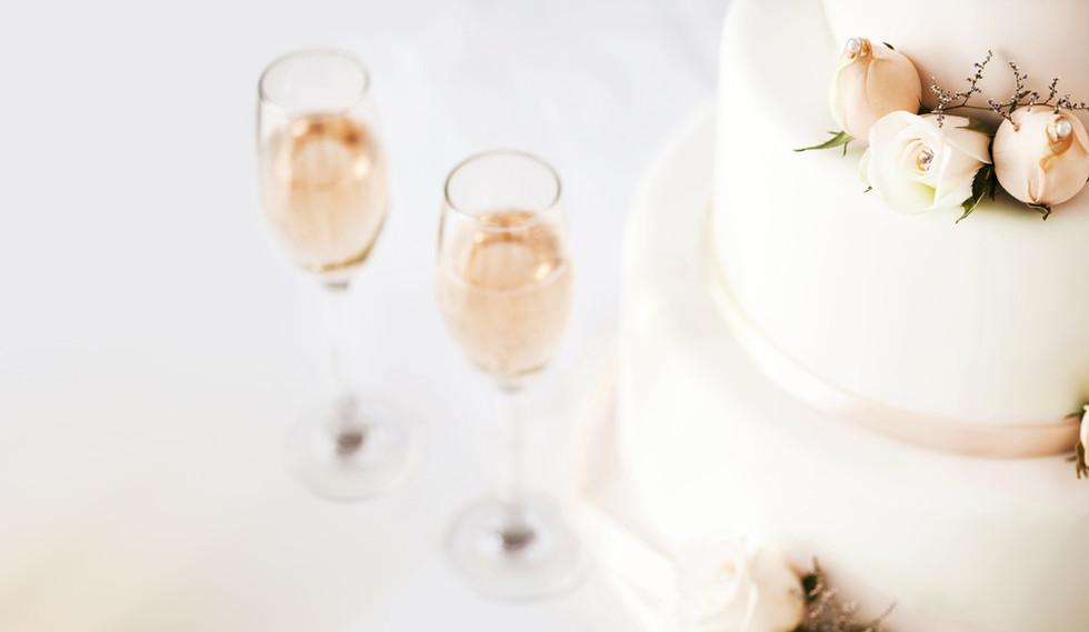 Torta nuziale e tabella di Champagne Flu