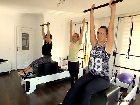 Nazlı Karabaş: Çevremdeki Full Pilates üyesi insanların yaşadığı büyük değişimi gördükten sonra bende başladım ve aletli pilates için kurguladığım bütün olumsuz düşünceler gitti. Bence sporun en keyifli adresi Full Pilates.  Ayşegül Çebişli: Güvenilir, profesyonel, temiz ve samimi…