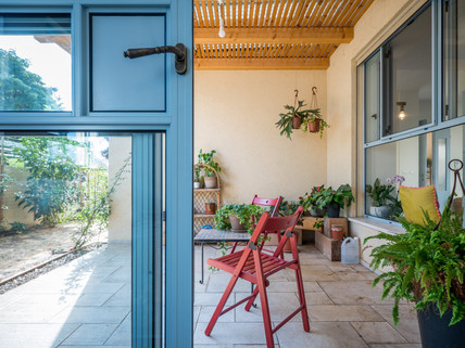 אדריכלית אלונה נבו סידי חצר קטנה פטיו חצר הורים