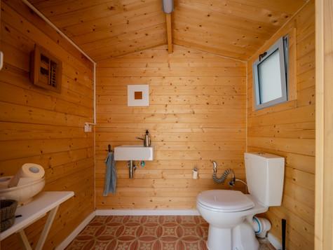 אדריכלית אלונה נבו סידי שרותי אורחים עץ טבעי מחסן עץ