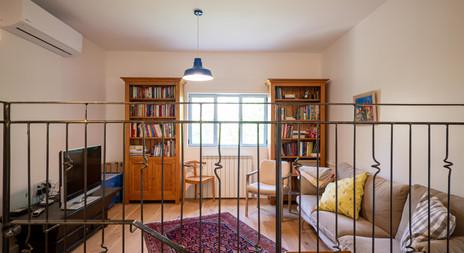 אדריכלית אלונה נבו סידי חדר משפחה אור טבעי סימטריה