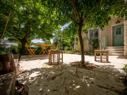 אדריכלית אלונה נבו סידי חצר דלת ירוקה