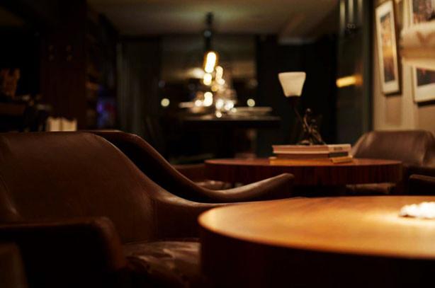 Um bar secreto de drinks em Floripa