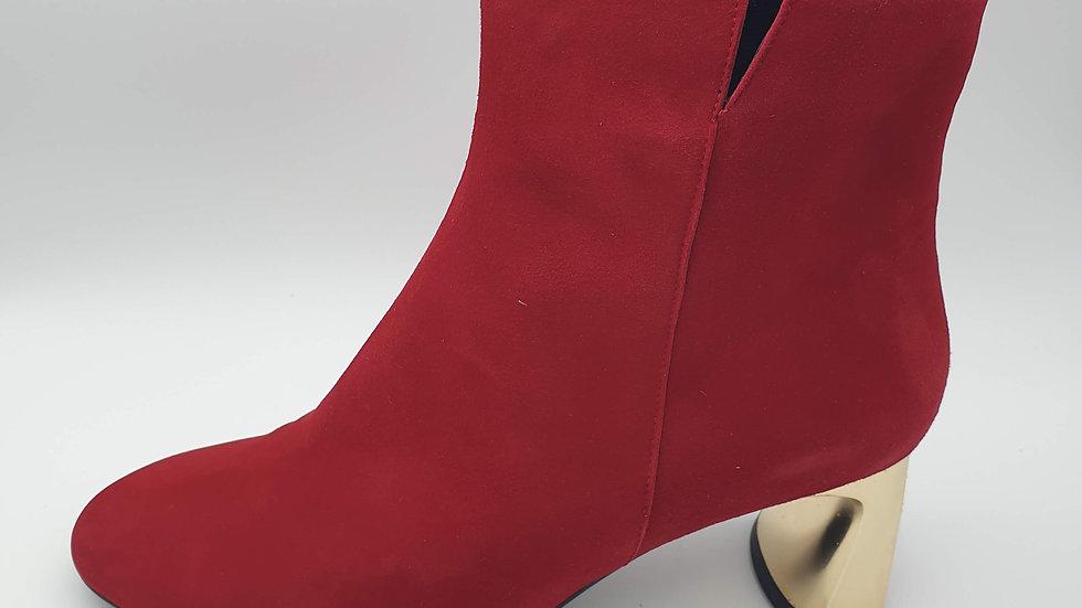 Isabela ante rojo