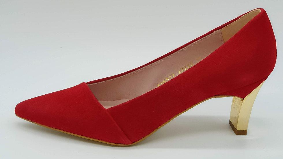Miriam  ante rojo