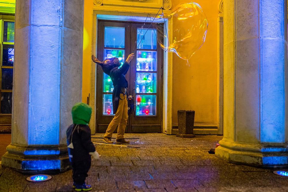 заяц пускает пузыри