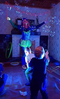 Шоу программа мыльных пузырей Гигантов 🥳 с пылающими пузырями, радужными башнями и шлизнячками, которые так и норовят заползти повыше😃х