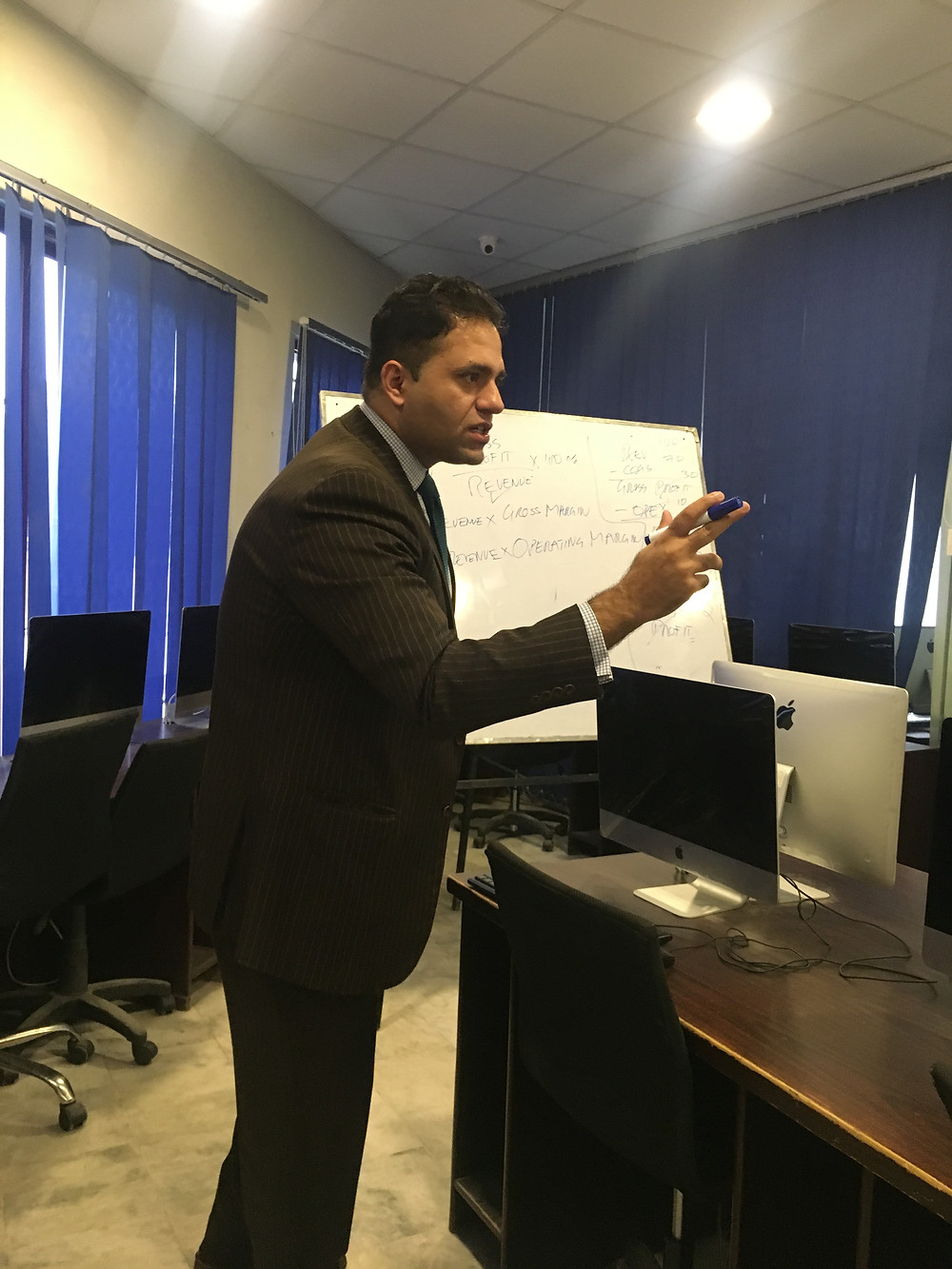 Mr. Saud Masud during Financial Planning session _ consulting & capacity building