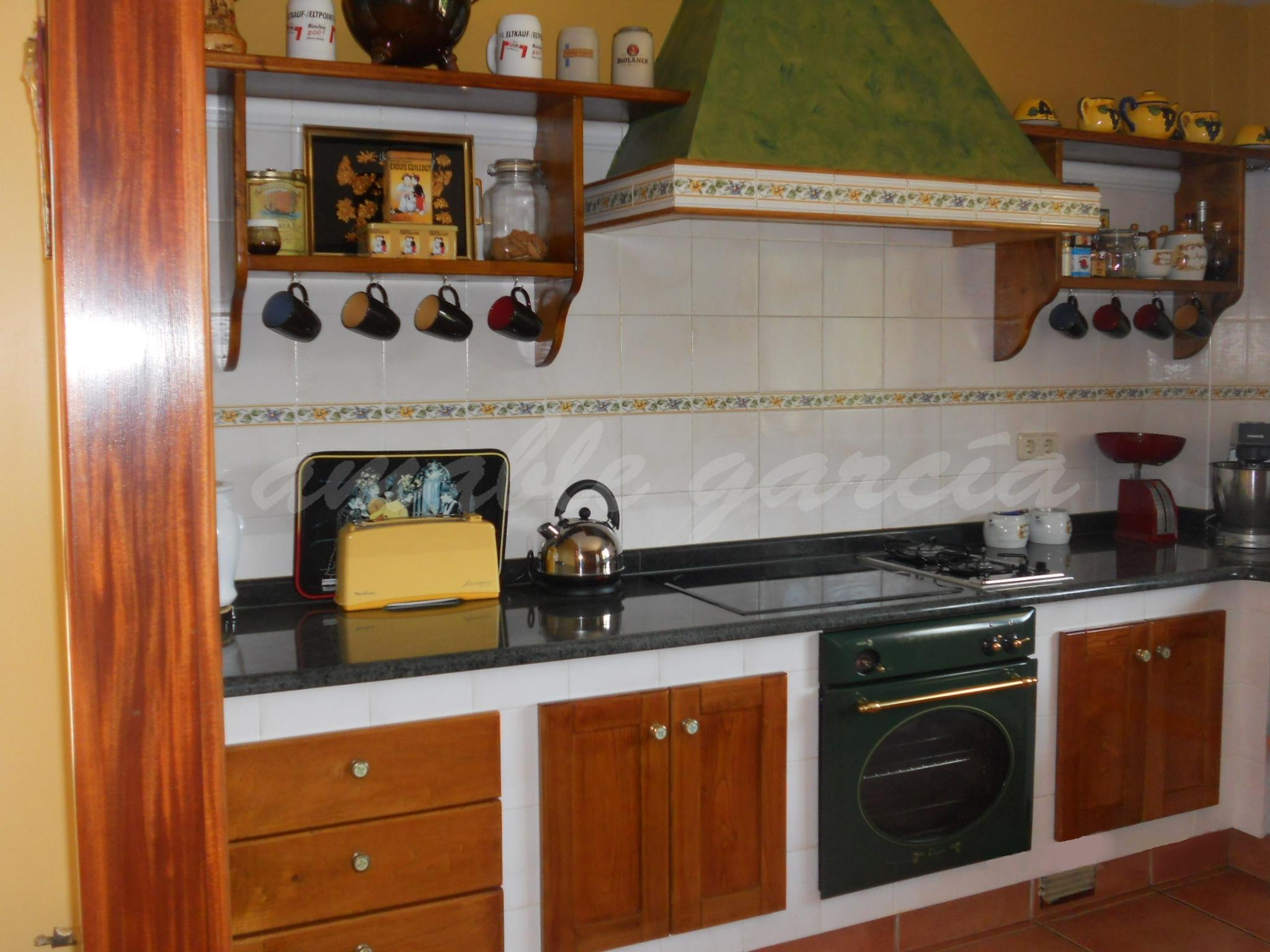 Cociña de obra con alzadeiros_1