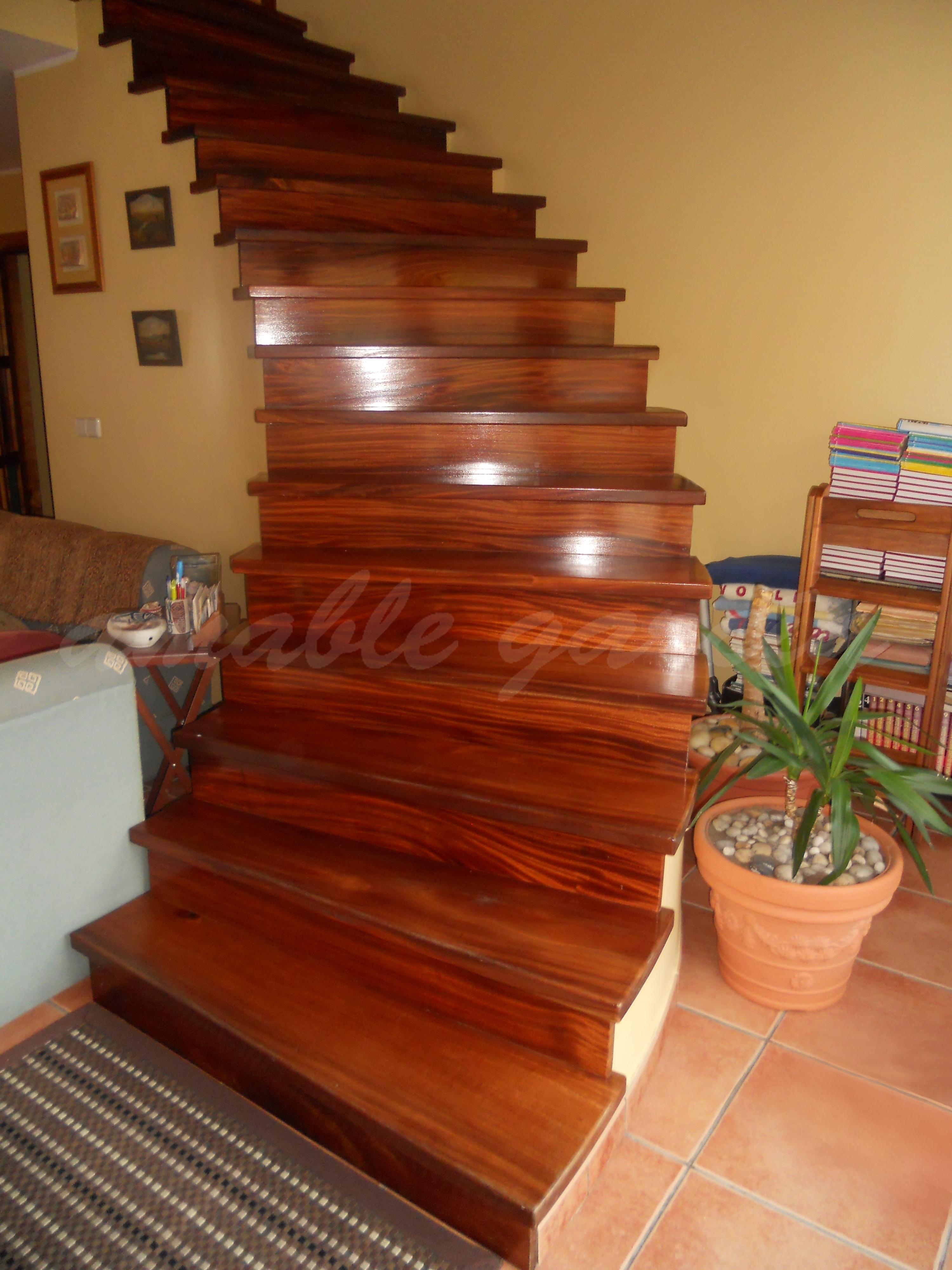Escaleiras helicoidais de madeira_1