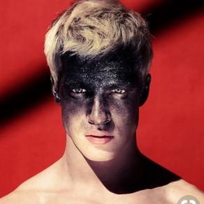 Maquiagens masculinas com gliter para se inspirar e arrasar no carnaval