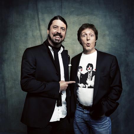 Paul McCartney, Dave Grohl, Elvis Costello e mais se uniram em apresentação virtual