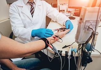 patient-nerves-testing-using-electromyog