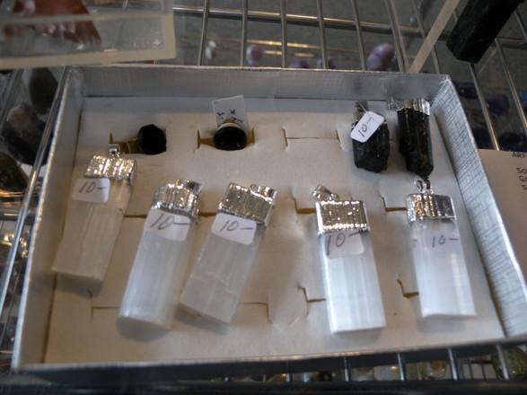 Selenite pendants, BKL Tourlamine.JPG