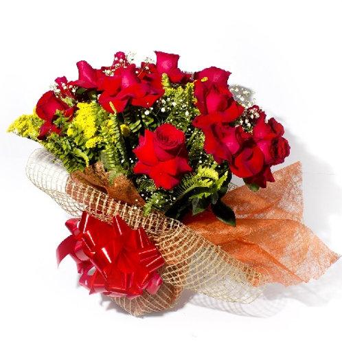 Arranjo com 12 rosas colombianas
