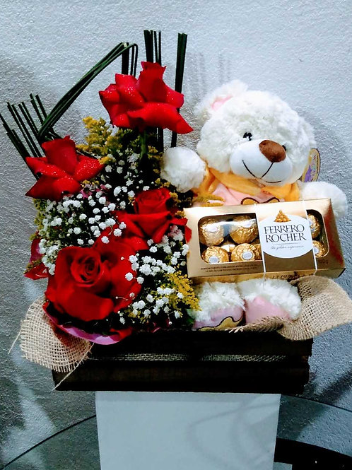 Arranjo Amor Meu, 6 rosas colombianas, pelúcia e ferrero.