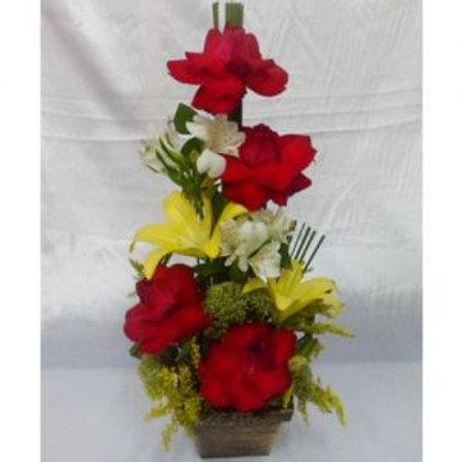 Lirio, astromelias e rosas importadas.