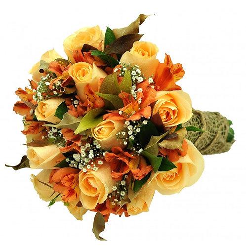 Buque com 18 rosas e astromelias.
