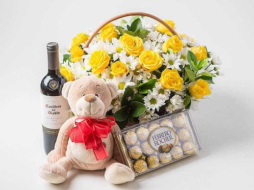 Cesta Amor Eteno 18 rosas,vinho urso e ferrero.