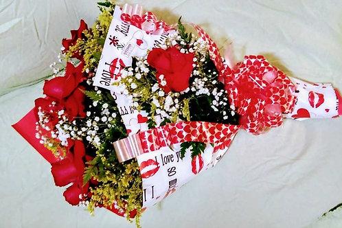 Buquê 12 Rosas importadas  modelo Fascinação.