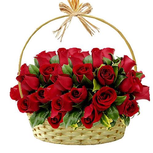 Cesta com 24 rosas colombianas.