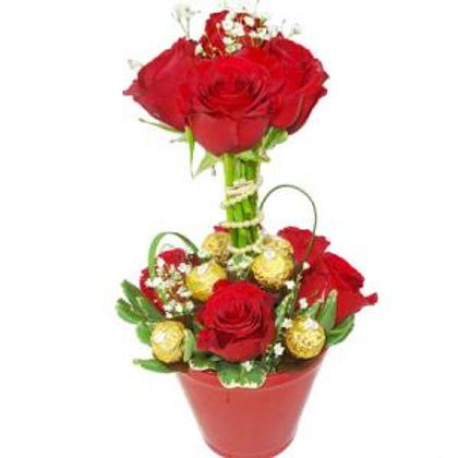 Topiaria de 12 rosas colombianas  e bom bom.