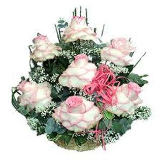 Arranjo com 7 rosas
