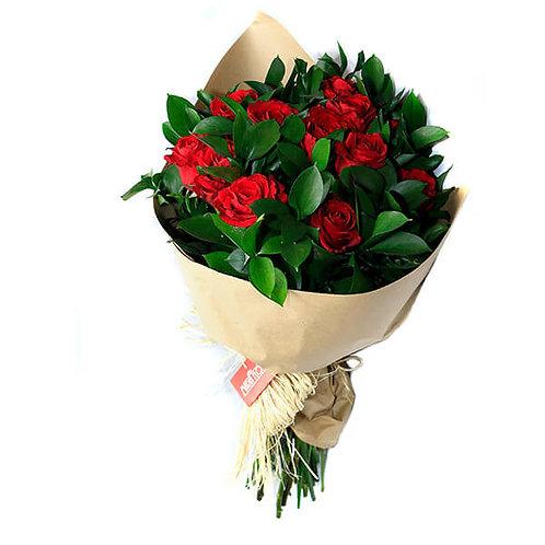 Buquê 15 Rosas importadas e rusco.