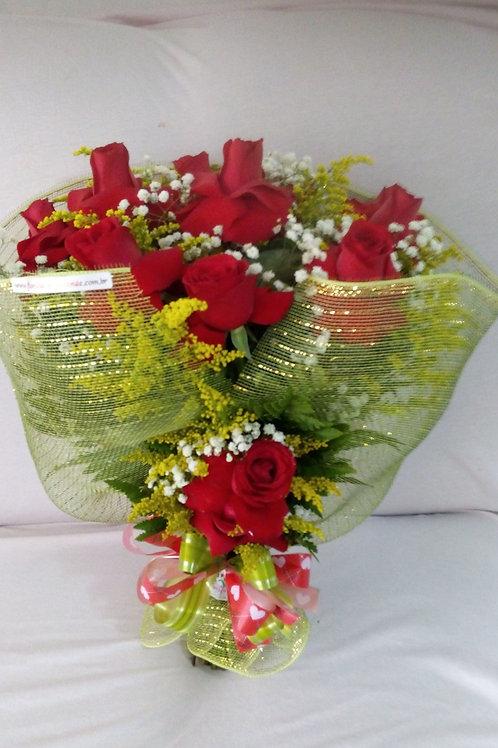 Buque com 12 rosas colombianas na telinha.