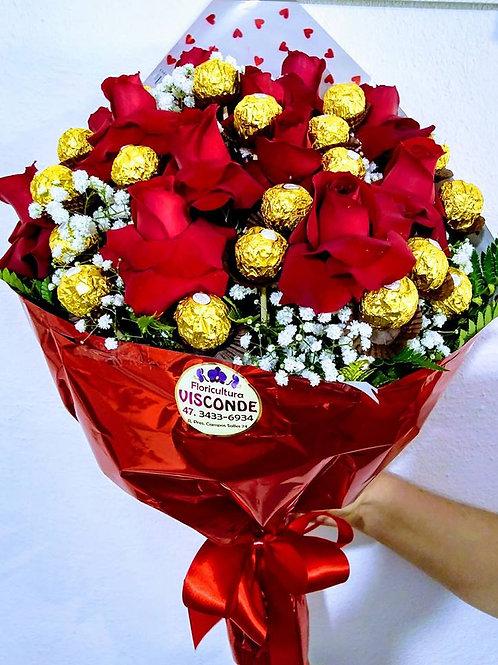Buque de 12 Rosas colombianas  com 24 Ferrero.