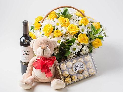 Cesta com 12 rosas, urso de pelúcia, vinho e ferrero