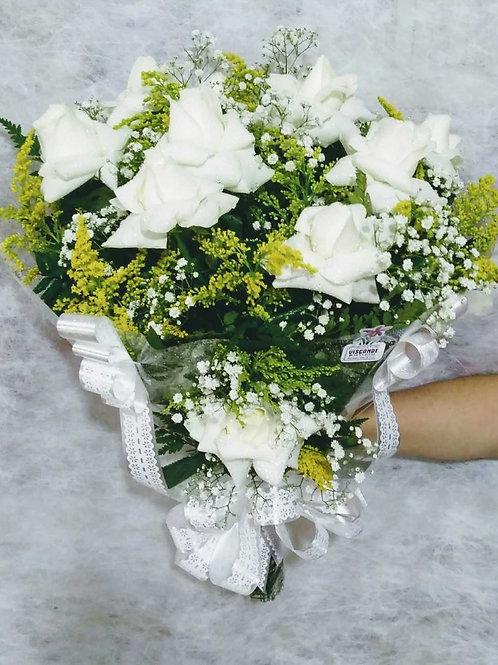 Buquê Carinho com 12 Rosas Brancas