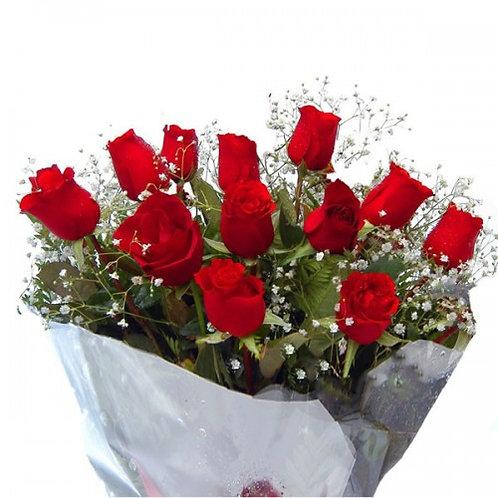 Buque de 12 rosas colombianas modelo encanto.