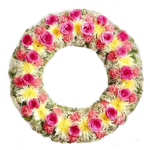 Coroa redonda com rosas e micro rosa.