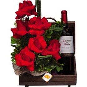 Bau Fascinação, 6 rosas colombianas e vinho.